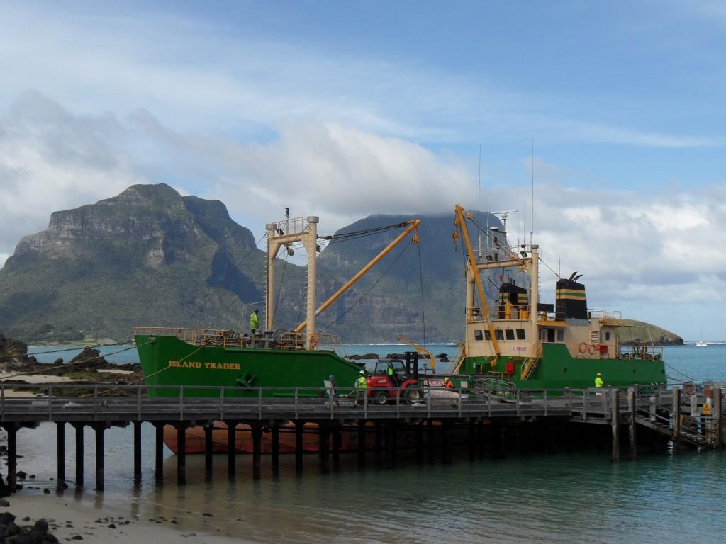 Lord Howe - wymiana handlowa (na wyspie nie produkują takiego sprzętu); autor zdjęcia: Granitethighs