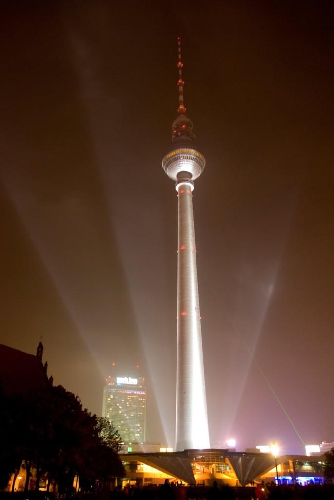 Berlin: wieża telewizyjna Fernsehturm; autor zdjęcia: Thomas Quine