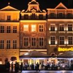 Poznań: Stary Rynek w nocy; źródło zdjęcia: http://www.flickr.com/photos/enric_m/5483071102/