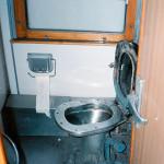 Kolej transsyberyjska: toaleta w latach 90 :) Źródło zdjęcia: http://www.flickr.com/photos/brighton/4064999788/