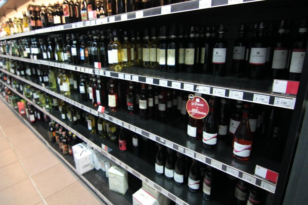 Malta: sklepowa pół w Arkadia Foodstore, St. Julian's