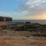 Dwejra: piękny zachód słońca z widokiem na Fungus Rock