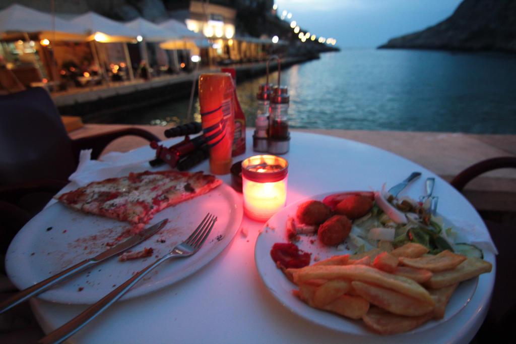 Wizyta w restauracji w Xlendi na Gozo; romantyczna i pyszna kolacja