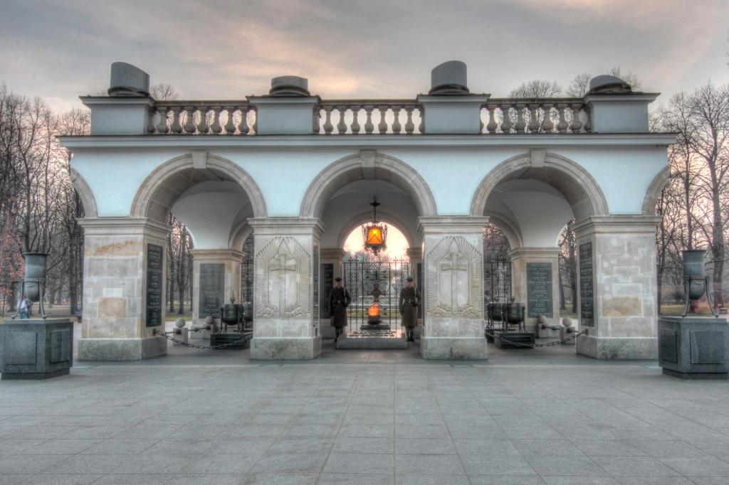 Warszawa: Grób Nieznanego Żołnierza