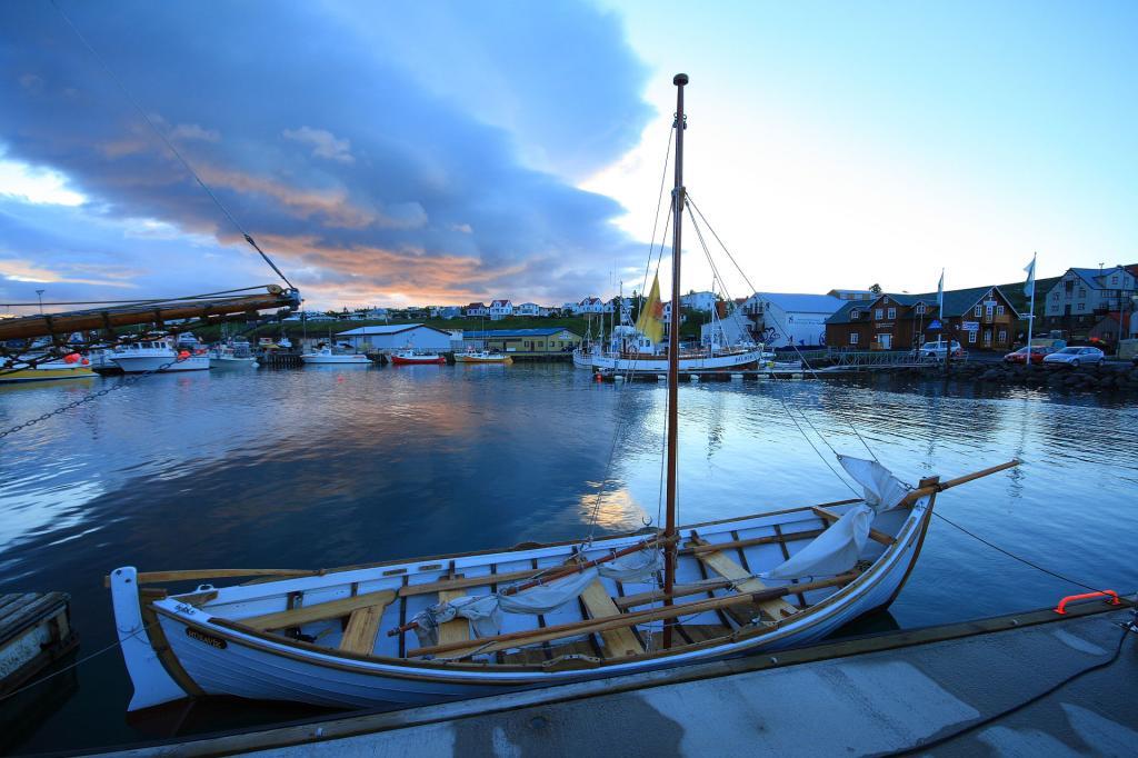 Islandia, miasto rybackie Husavik, skąd wyruszysz na poszukiwanie wielorybów. Autor zdjęcia: Bruce McAdam.
