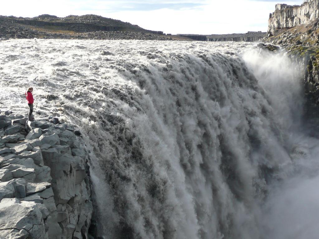 Islandia, potężny wodospad Dettifoss. Źródło zdjęcia: https://www.flickr.com/photos/ezioman/2892822563