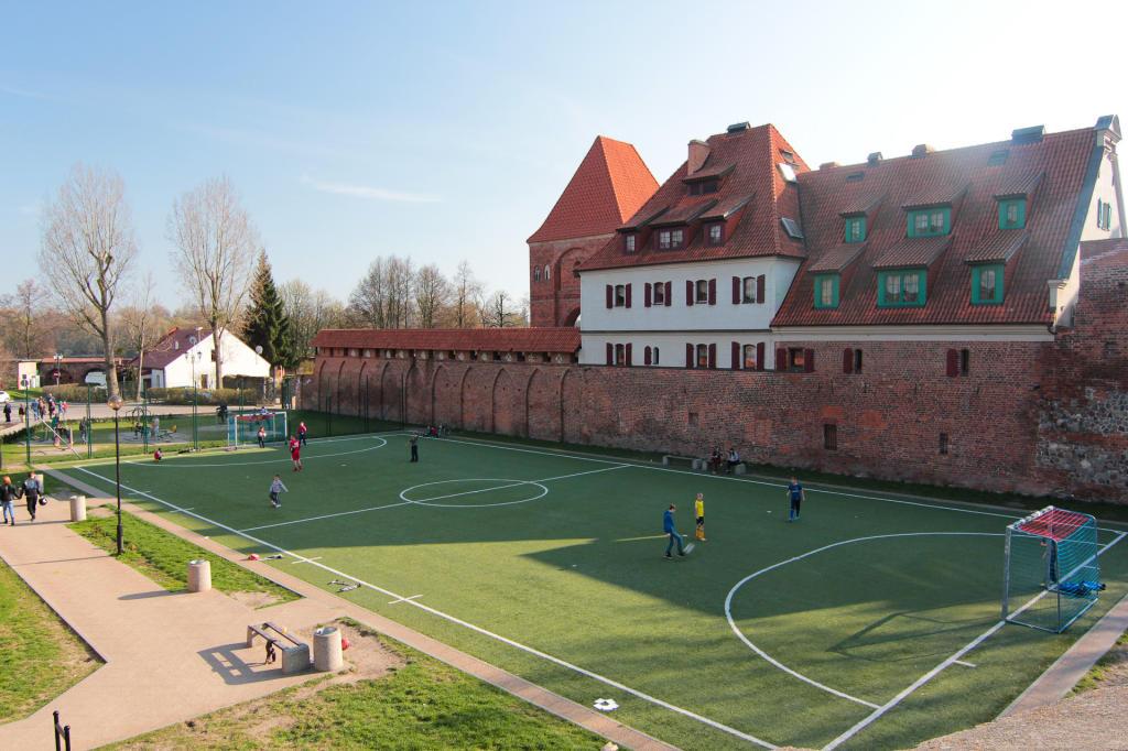 Toruń, Przedzamcze - boisko w Stawie Komtura,