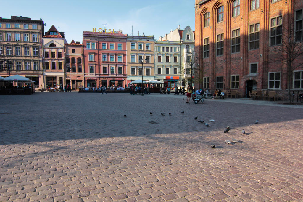 Toruń, kolorowe kamienice na Rynku Staromiejskim