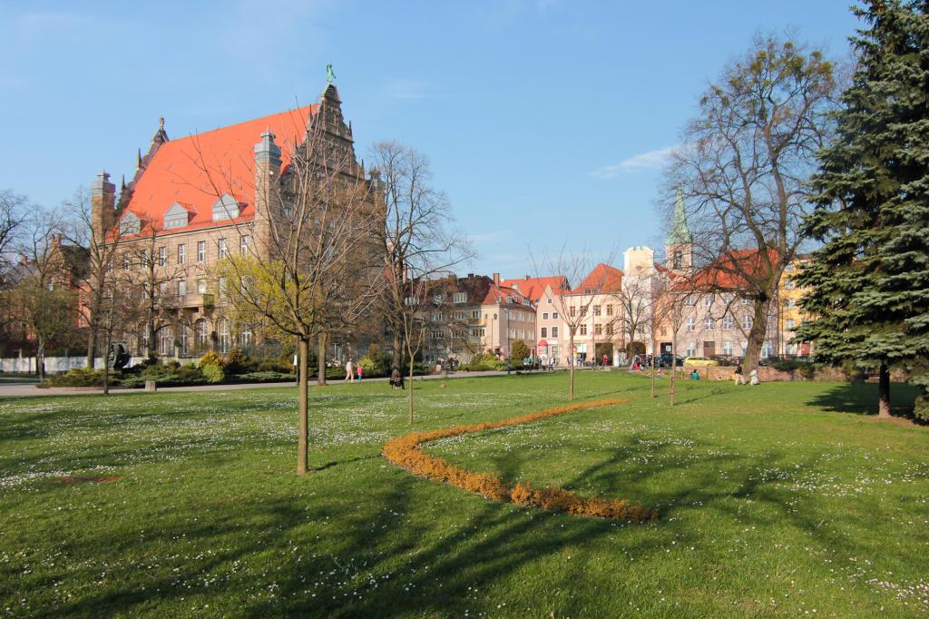 Toruń, Uniwersytet Mikołaja Kopernika i Łuk Cezara