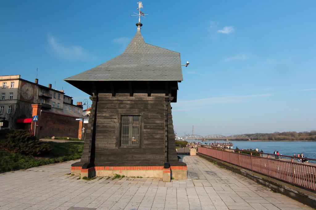 Toruń, Zabytkowy limnigraf na Bulwarze Filadelfijskim przy Wiśle