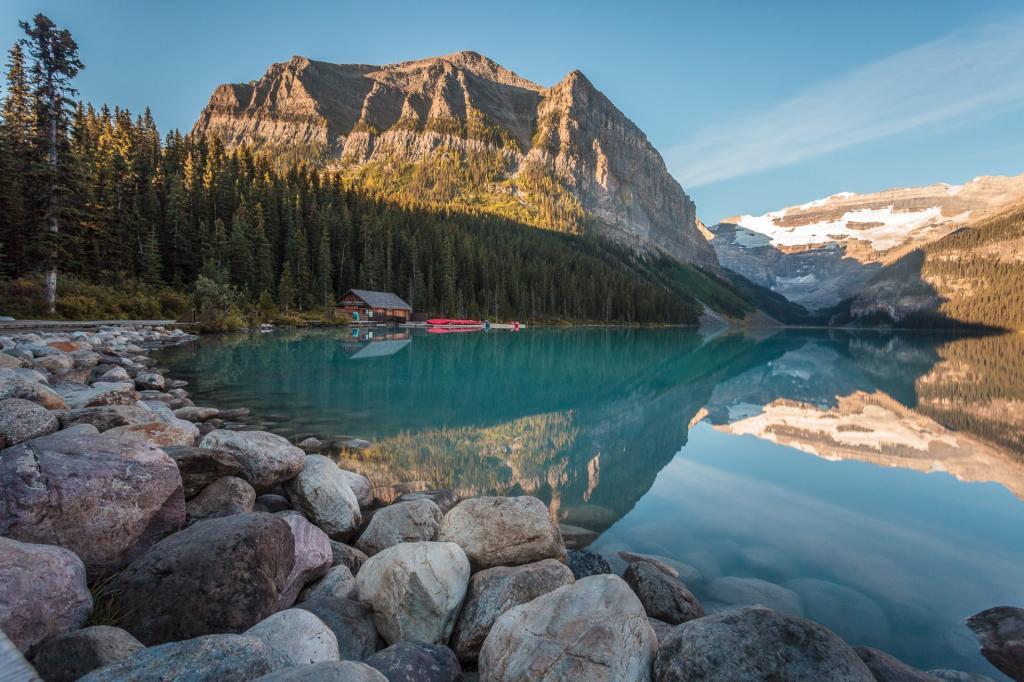 Park Narodowy Banff: jezioro Louise. Źródło zdjęcia: https://www.flickr.com/photos/homeofbastian/9907967824