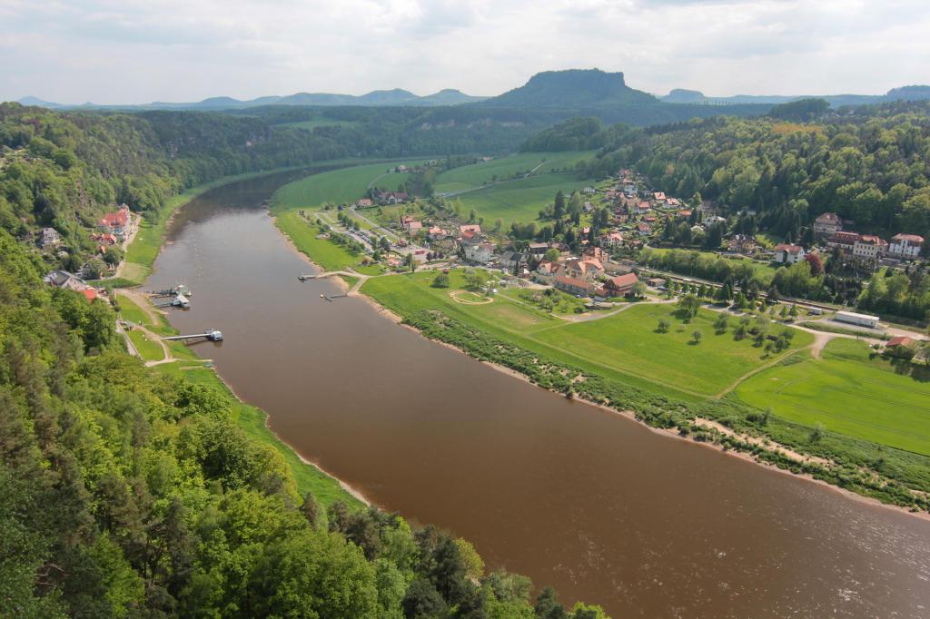 Saska Szwajcaria: rzeka Łaba i Rathen