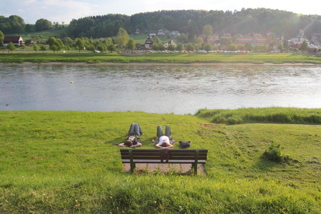 Saska Szwajcaria: okolice Rathen, w tle rzeka Łaba