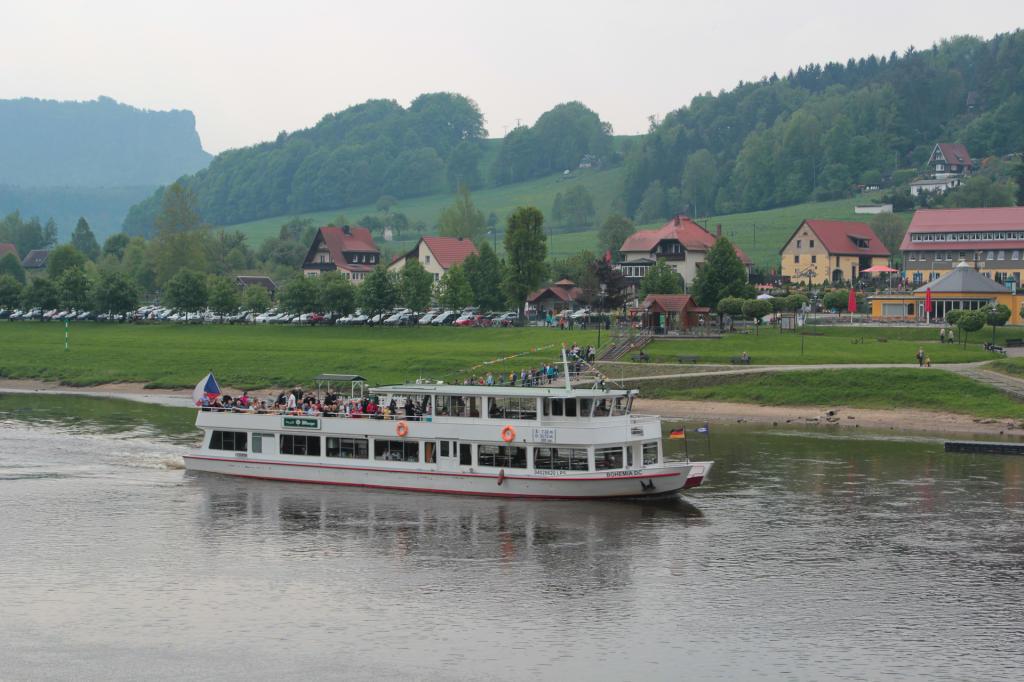 Saska Szwajcaria: widok z drogi do Rathen wzdłuż Łaby