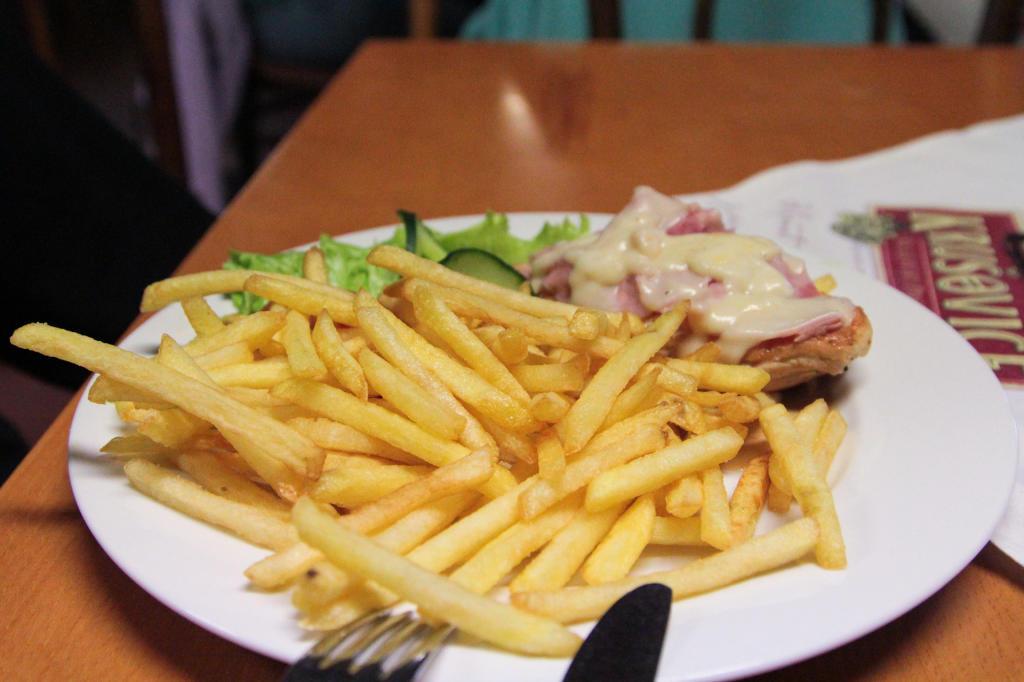 Czeska Szwajcaria: stek wołowy z czosnkiem i śmietaną