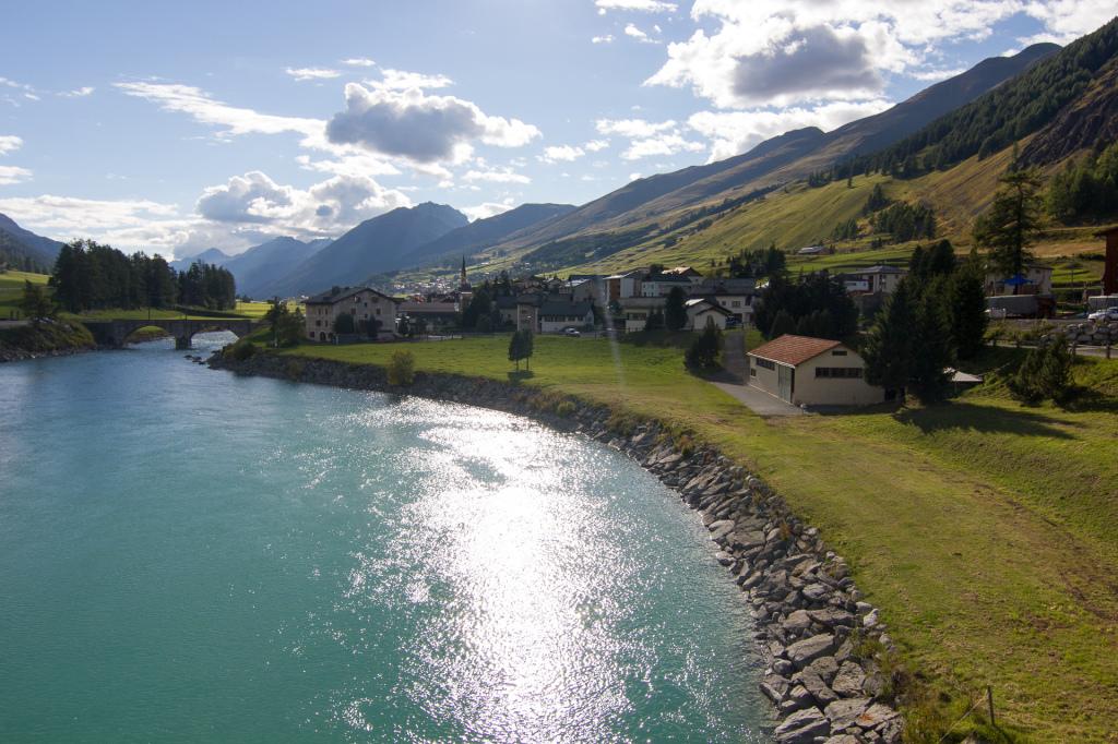 Szwajcaria: miasteczko Brail, brama do Szwajcarskiego Parku Narodowego