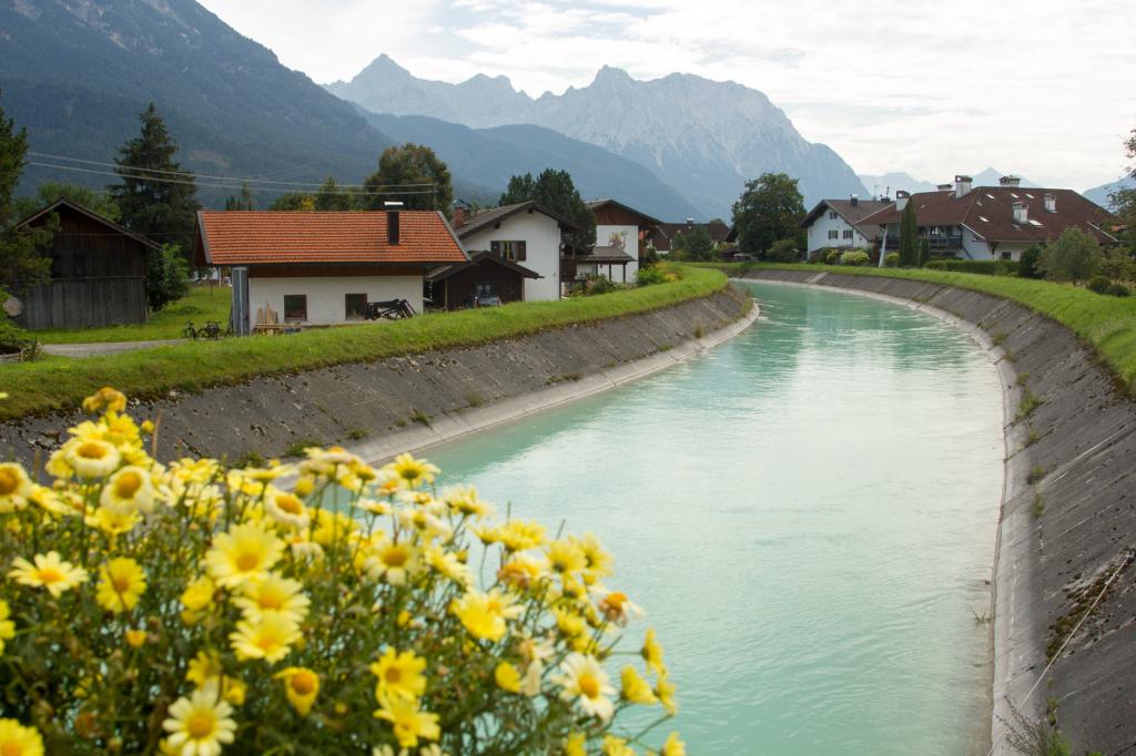 Niemcy: Wallgau z typowym bawarskim widoczkiem