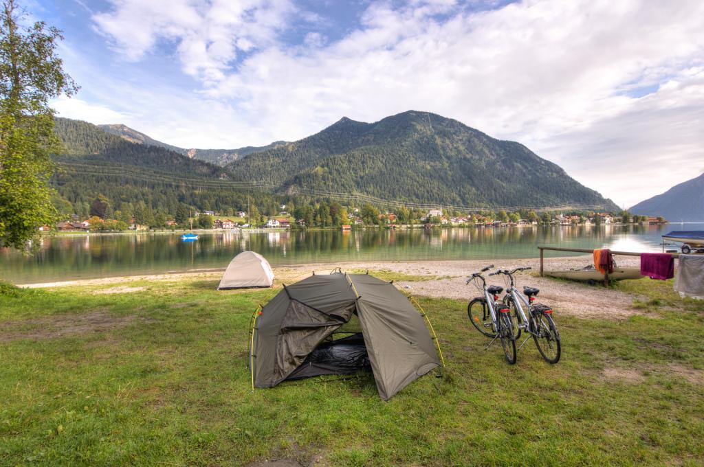 Austria: poranek nad jeziorem Plansee