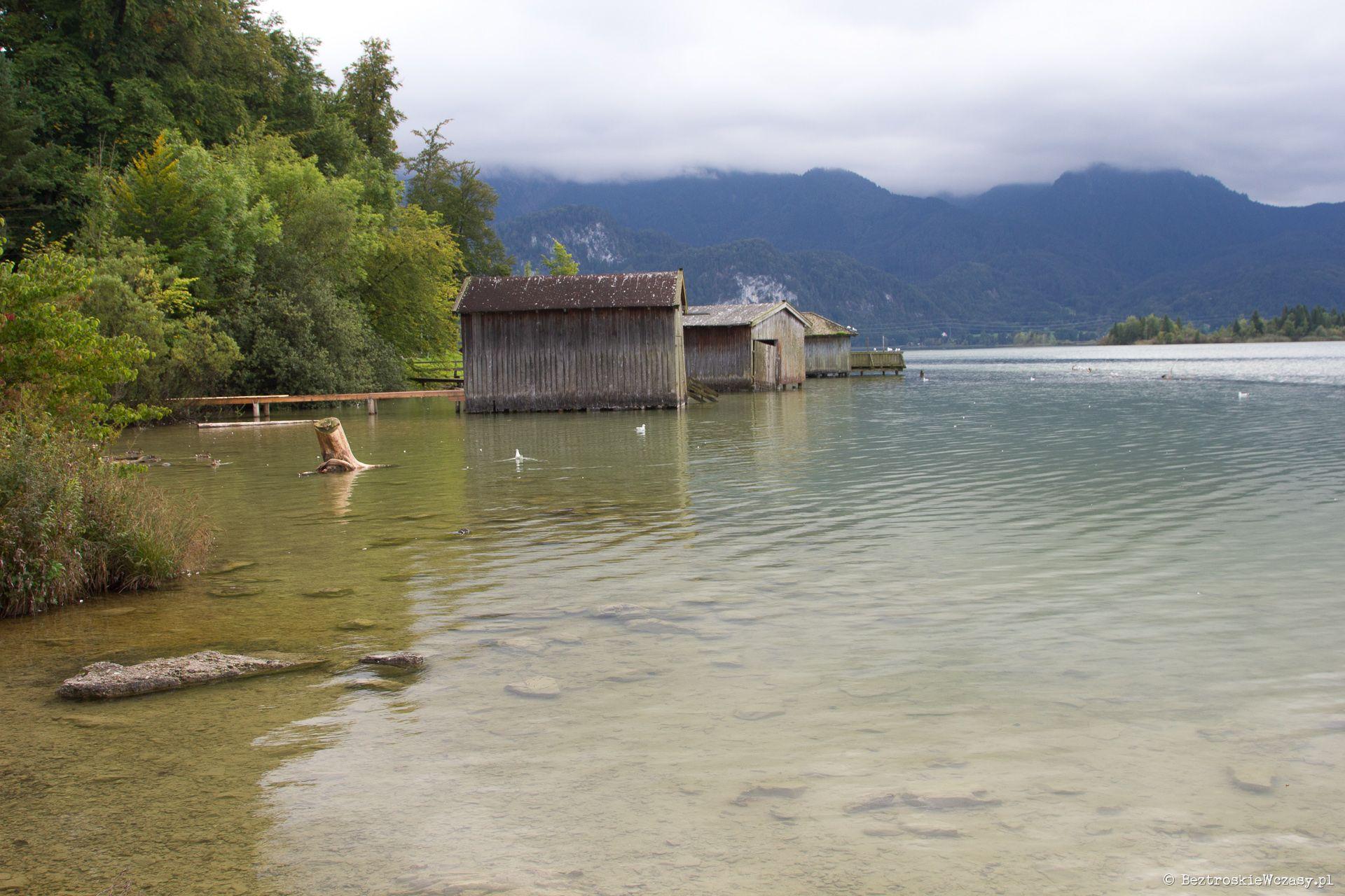 Niemcy: szopy rybackie nad jeziorem Kochelsee