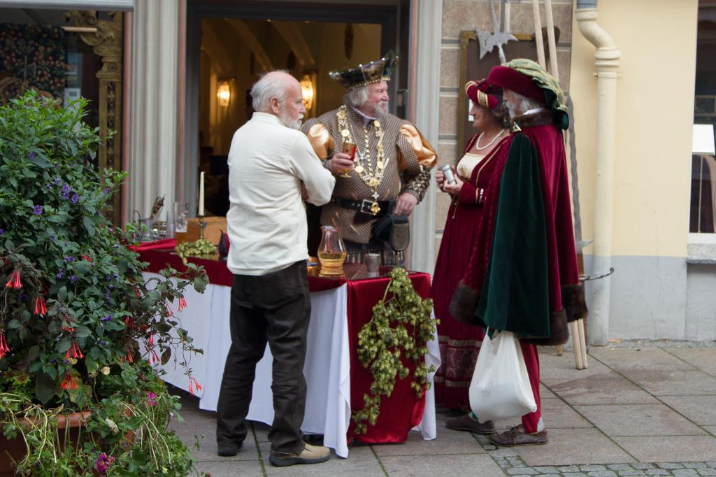 Niemcy: królewskie spotkanie na deptaku w Füssen
