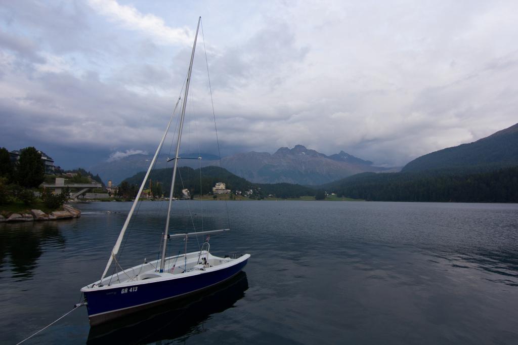 Szwajcaria: jezioro Sankt Moritz wieczorową porą
