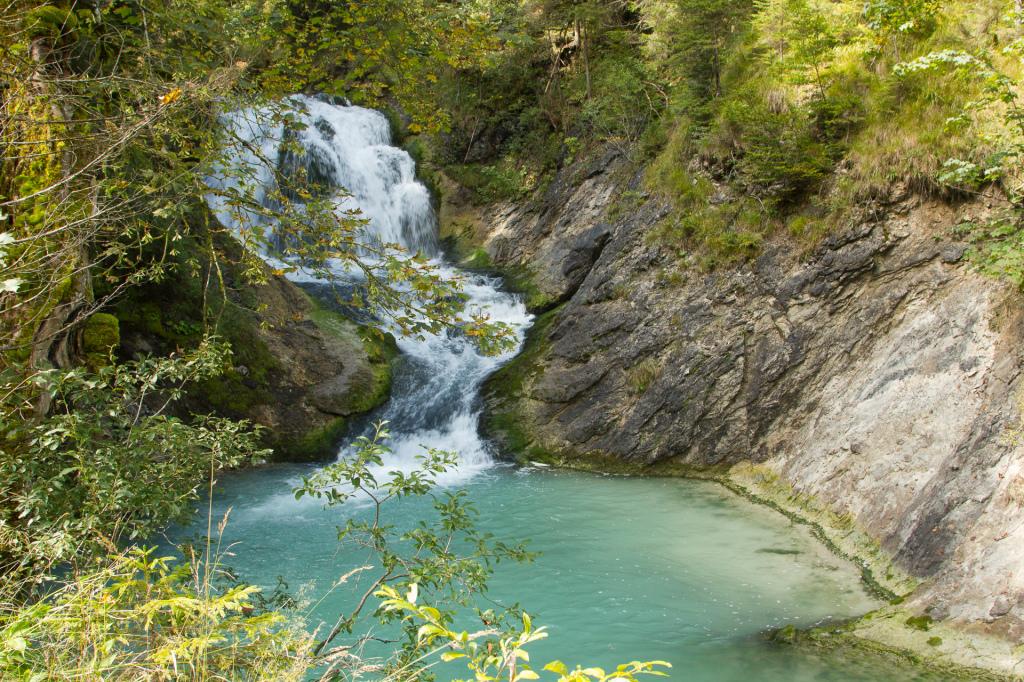 Niemcy: Bawaria. Napotkany na drodze wodospad