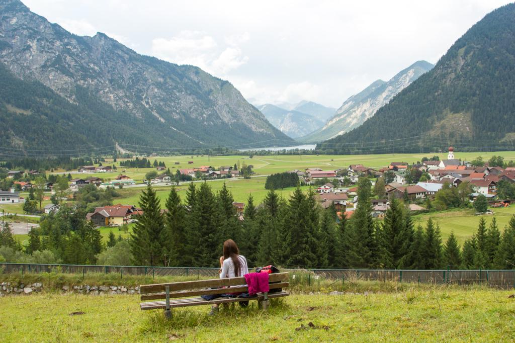 Austria: widok na Heiterwang i jezioro Plansee