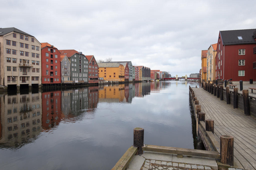 Trondheim: kolorowe domki nad Nidelvą
