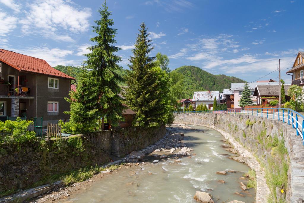 Pieniny: potok Grajcarek w centrum Szczawnicy