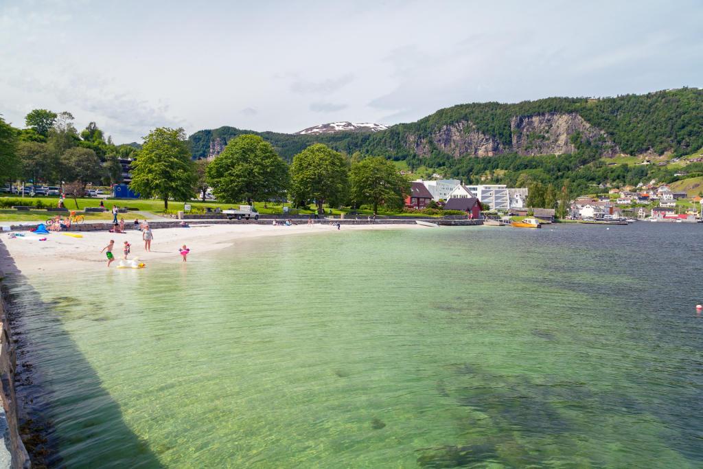 Norheimsund: woda w Hardangerfjodzie zawsze zimna, ale plaża fajna!