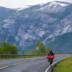 Spokojna ulica wokół Hardangerfjordu