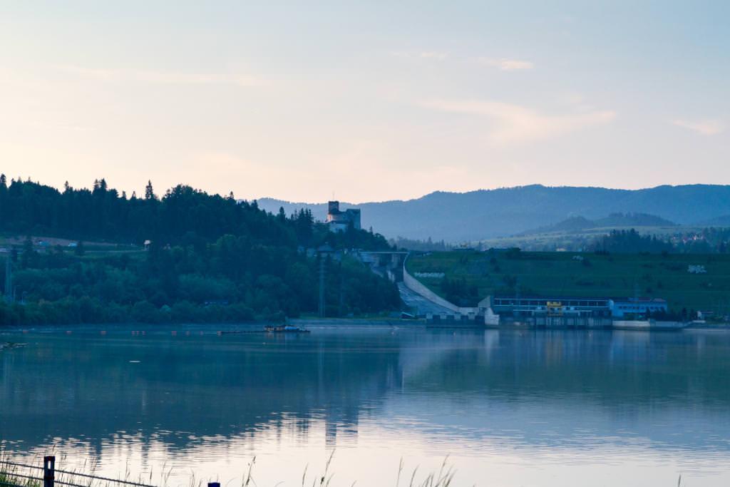 Zapora wodna na jeziorze Czorsztyńskim