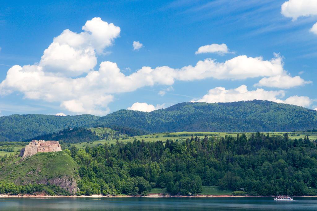 Czorsztyn  i jezioro Czorsztyńskie
