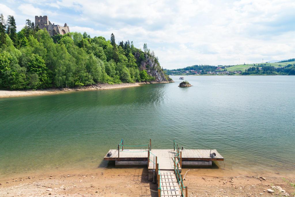 Zamek i jezioro w Czorsztynie