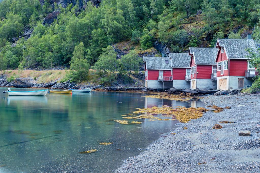 Plaża przy Aurlandsfjord