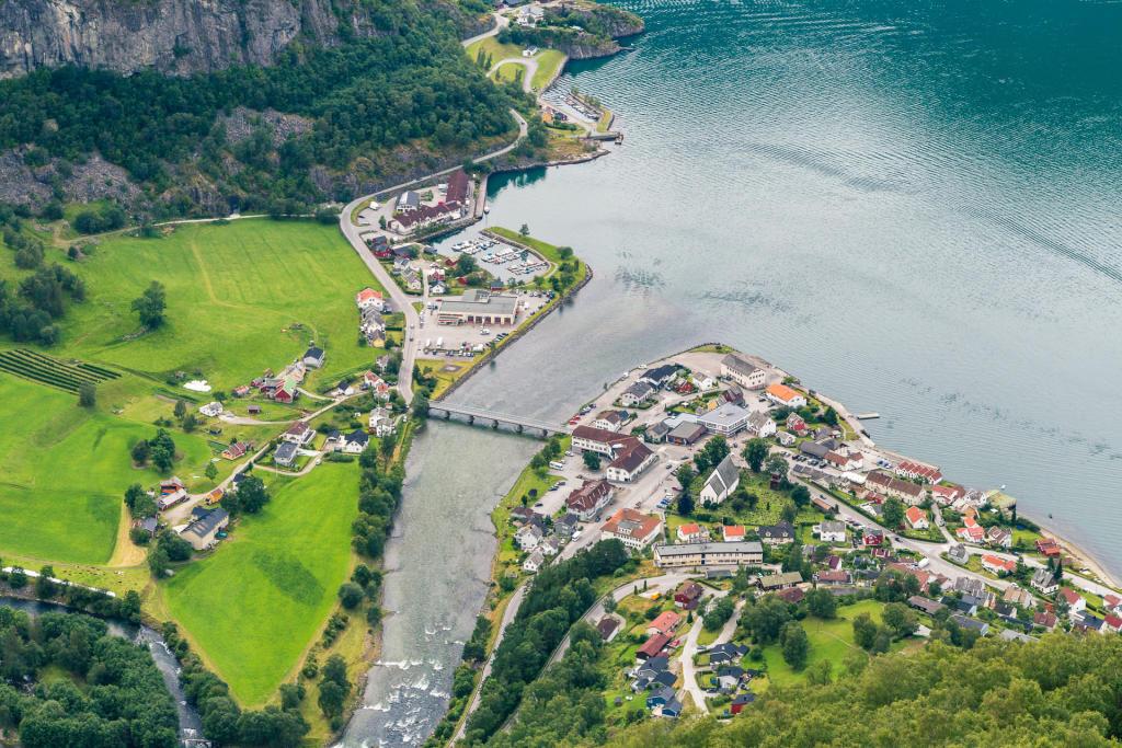 Widok na Aurland z Stegastein