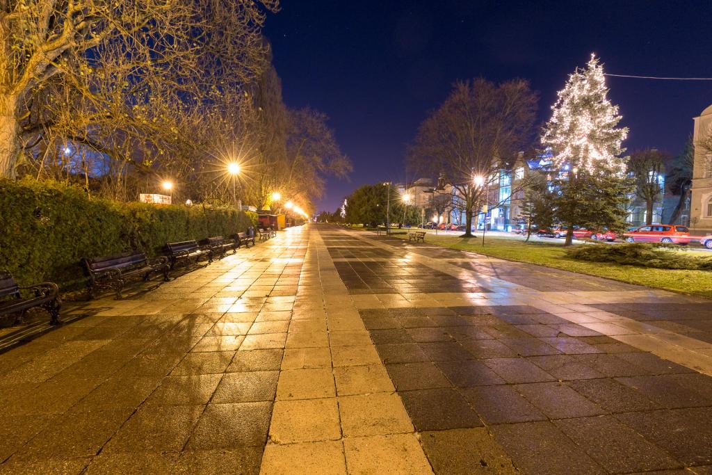 Promenada w Świnoujściu nocą