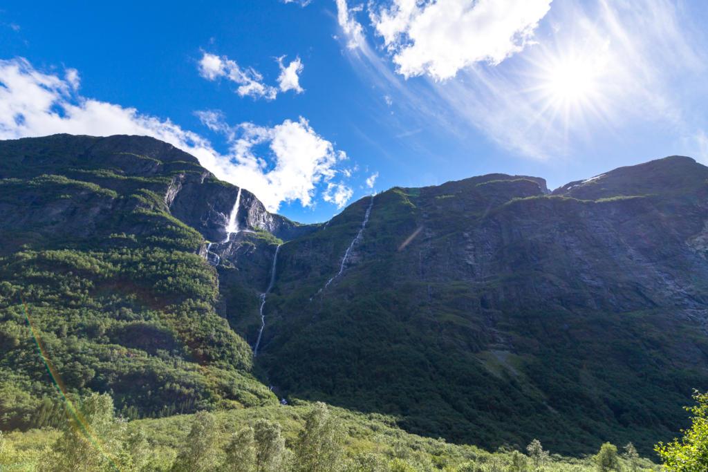 Wodospady w dolinie Nærøydalen