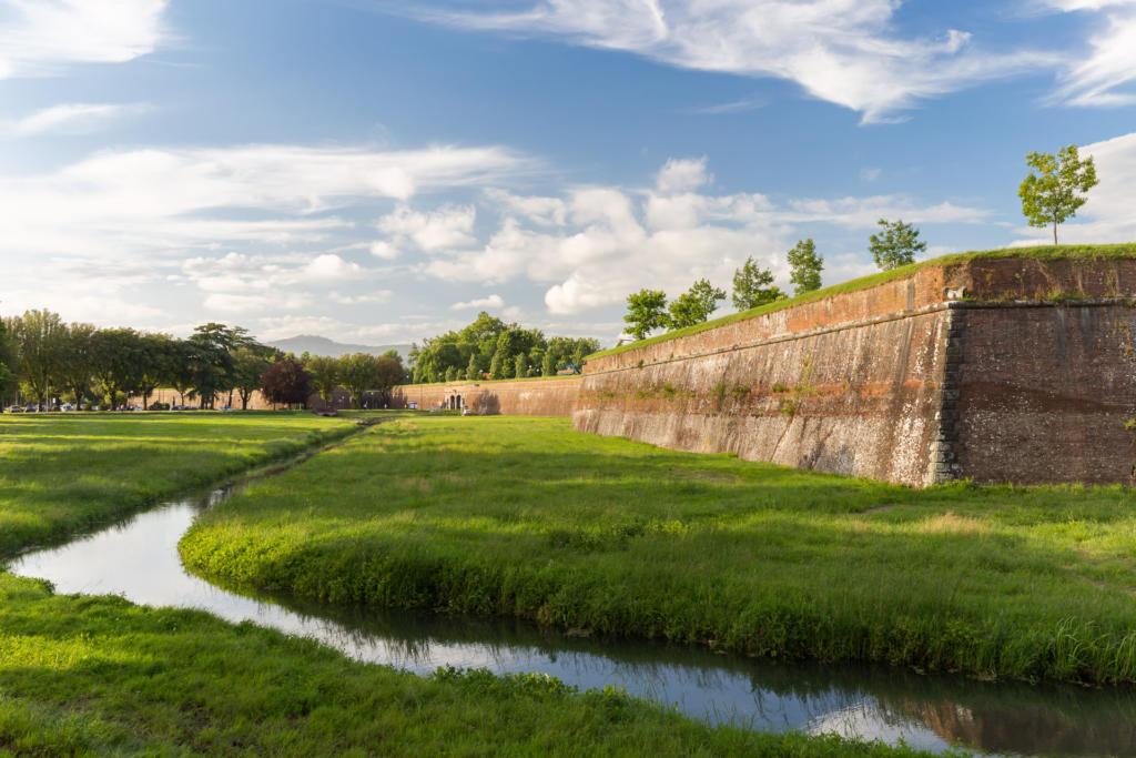 Mury obronne wokół miasta Lucca