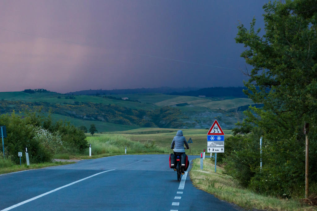 Ucieczka przed burzą w dolinie Val d'Orcia